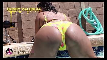 18 y/o Honey Valencia gets wet in Virtual Reality! - @MyEroticVR
