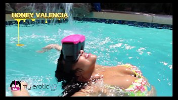 Streaming Video 18 y/o Honey Valencia gets wet in Virtual Reality! - @MyEroticVR - XLXX.video