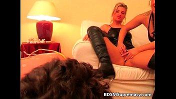Kinky blonde sisters play bondage Vorschaubild