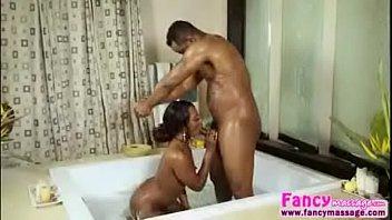 baise sous la douche