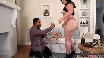 Big Booty MILF Virgo Brings in New Years With Bottle In Her Ass