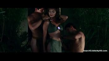 كارين ميستال في نساء آكلي لحوم البشر في وفاة غابة الأفوكادو 1989
