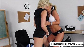 Sıcak lezbiyen sınıf arkadaşları türbanlı