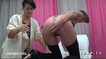 FFM Cougar a son cul plugge chez le gyneco Thumb