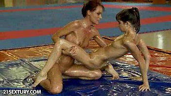 Doris ozmun porn - Nudefightclub presents sophie lynx vs doris ivy