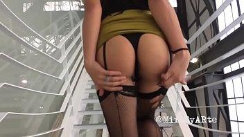Ny sex museum Me levanto la falda para mostrarle mi lenceria y gateo en el museo del chopo exhibicionismo