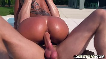Isla fischer sucking black cock - Outdoors ass destroying near the pool - cassie del isla