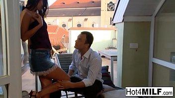kızını siken adam Sıcak Avrupa MILF bir anal lanet açık havada alır