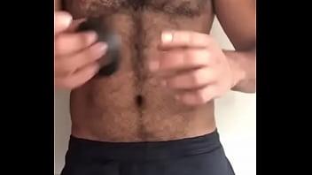 Gay engagement rings Peludão ensinando a colocar cockring