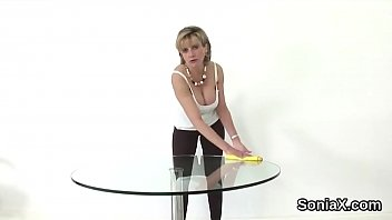 Streaming Video Adulterous uk milf lady sonia shows off her gigantic boobs - XLXX.video