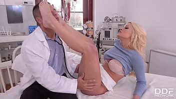 XXX toe sucking and footjob fetish video with blonde bombshell Sienna Day
