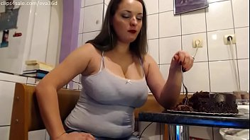 Eva cake binge