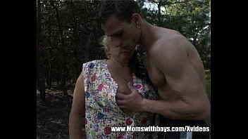 Fatty Mature Lady Fucks Young Lad In The Woods Vorschaubild