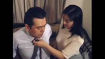 เอาใจแฟนหน่อยทำงานมาเหนื่อยลงมือนวดกระดอเล่นพ่อบ้านควยแข็งเย็ดกันนัว