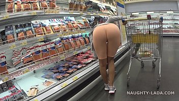 Pantyhose supermarket Cameltoe and flashing in the supermarket