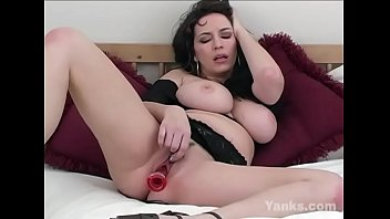 Chesty yanks milf angela masturbates