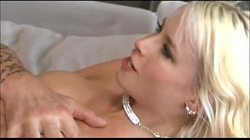 Hot blonde Magma Mia with two friends