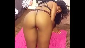 Asian wildcats - Twerking on my knees to rack it up