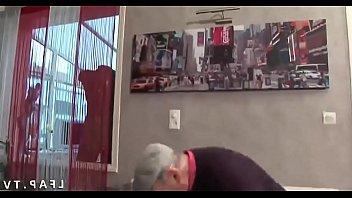 crazyamateurgirls.com - FFM 2 salopes francaise s occupent de la queue d un vieux - crazyamateurgirls.com