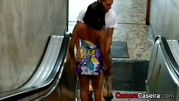 Casal Fode na Estação do Metrô