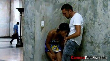 Porno amador brasil dando uma rapidinha no canto do muro