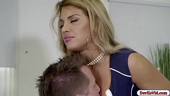 Milf latina fucks husbands assistant
