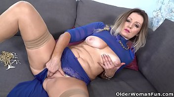 Video older women sex quicktime - Curvy milf mia gets her pussy soaked and ready