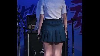 公众号【91报社】韩国女团户外百褶裙超火性感热舞