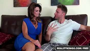 Milf hunter kianna - Realitykings - milf hunter - deauxma levi cash - vacation cooch