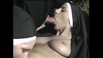 Chantajeando a la madre superiora...anal