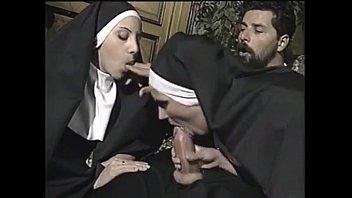 Chantajeando a la madre superiora...anal thumbnail