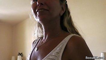 Image: Mutti fickt im Urlaub mit dem Zimmernachbar und wird gefilmt