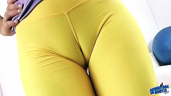 Puffy Pussy Cameltoe Queen In Tight Spandex Has Big Round Ass and Puffy Perky Ti