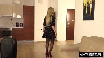 Polskie Mamuśki - Dojrzała kobieta uprawia seks w hotelu z młodym chłopakiem