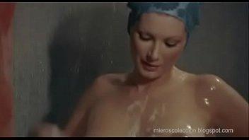 Edwige Fenech en la ducha (La Profesora Enseña En Casa)