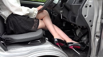 Pedal pumping Dampen the truck's accelerator with high heels and bare feet