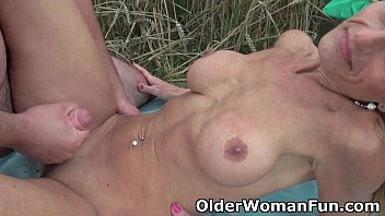 Older pussy videos Mommy sucks and fucks outdoors