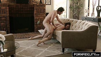 PORNFIDELITY Chanel Preston e James Deen Hardcore Sala de Estar Foda  tubo 2019 escândalo sexual mp4 xxx