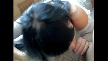 Муриэль (Muriel) делает минет на кухонном столе