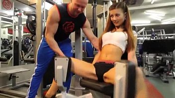 Sexy girl in GYM - More http://adf.ly/1S5iAA