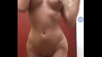 Baile sexy de una chica v2 (la canción que baila es  rihanna s&m)