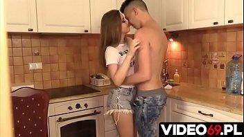 Polskie porno - Blond nastolatka dobrze wyruchana w kuchni