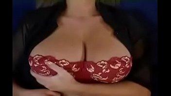 வீட்டில் தனியாக இருந்த அம்மாவை குனிய வச்சு புண்டையில் சொருகி குத்தும் அரிப்பு மகன்  Tamil mom sex