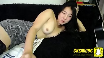 Sexual asian girl with nice body showing her tits in the cam