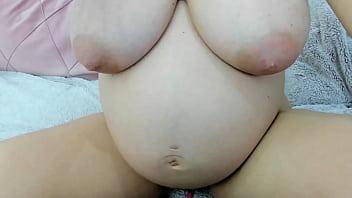 Loirinha grávida mostrando cu e buceta