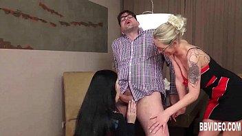 German babes sharing a big cock Vorschaubild