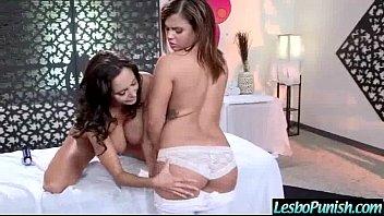 Príťažlivé Lezbické dildo porno