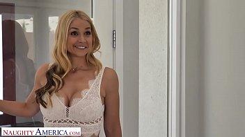 Naughty America Brenda Phillips (Sarah Vandella) Give The Ac Guy A Blow