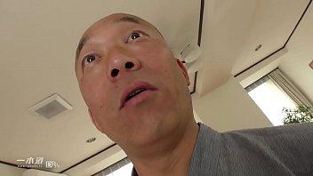 コネスケのアジトに押しかけて撮影の企画会議をしていたら、保険外交員の北島さんが飛び込み営業で訪れてきた 2