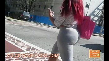 Phat BUBBLE BUTT in SKIN TIGHTS !!!!  OMG !!!